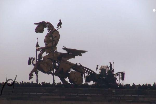"""""""Le Gardien du Temple"""", spectacle urbain de """"La Machine"""" a réuni des milliers de spectateurs dans les rues de Toulouse au début du mois de novembre."""