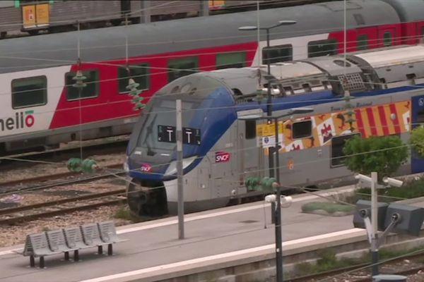 Un train à l'arrêt en gare de Nice ce jeudi.