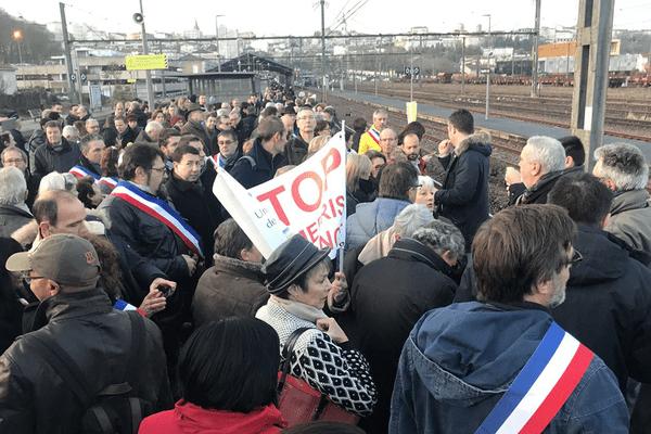 Les manifestants ont bloqué le TGV de 8h40