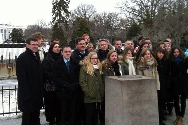 Les élèves du Lycée Sivard de Beaulieu de Carentan (Manche) à Washington devant la Maison Blanche