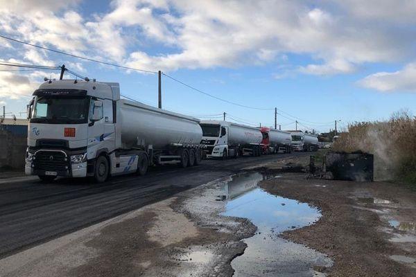 Le dépôt de carburant de Frontignan bloqué par des cheminots et des gilets jaunes - 9/12/19