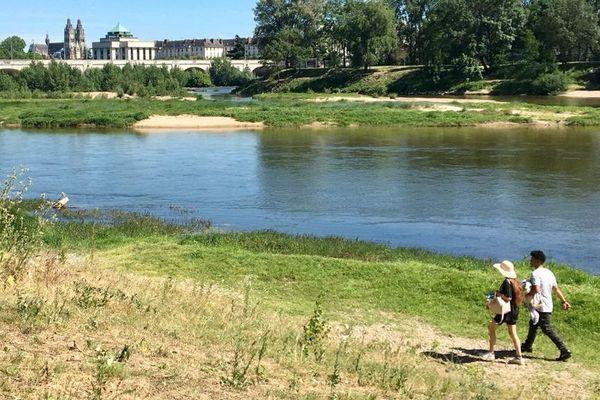 Se promener en bords de Loire à Tours est interdit jusqu'au 2 juin.
