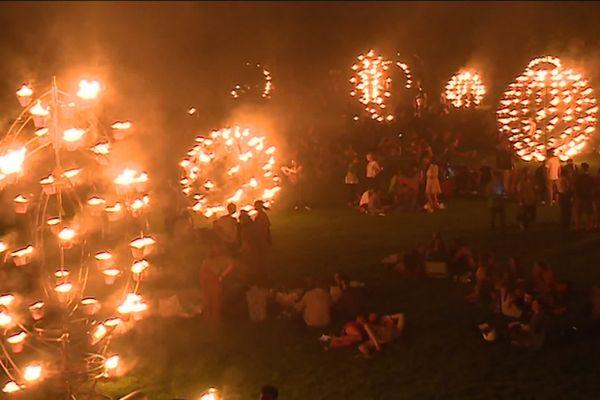 Ces vendredi et samedi, la compagnie Carabosse propose pendant trois heures une performance autour du feu dans le parc de la Villette (19e arrondissement), à l'occasion du festival Paris l'été.