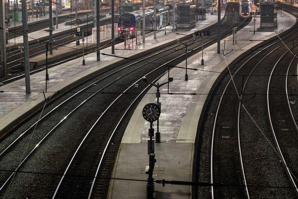 Le mouvement de grève qui affecte le réseau SNCF se poursuit lundi 6 janvier. La circulation des trains reste perturbée sur la région Auvergne. Tout comme pour le réseau de transports T2C à Clermont-Ferrand.