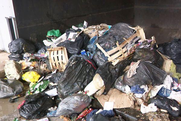 Le SMD3 veut économiser des charges de matériel et d'emploi en laissant le transport des déchets à la charge des particuliers.