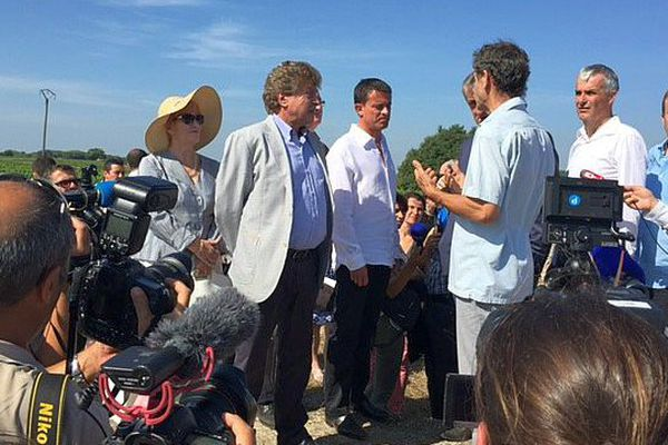 Vauvert (Gard) - Manuel Valls en visite pour rencontrer les acteurs agricoles - 11 août 2015.