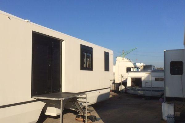 Ces caravanes d'habitations sont installées sur le champ de Foire à Rouen