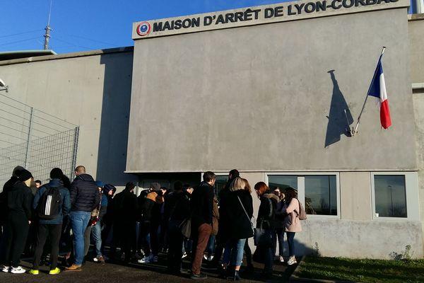 Rassemblement ce mercredi matin (5/2/20) devant la prison de Lyon - Corbas après l'agression au visage d'une surveillante