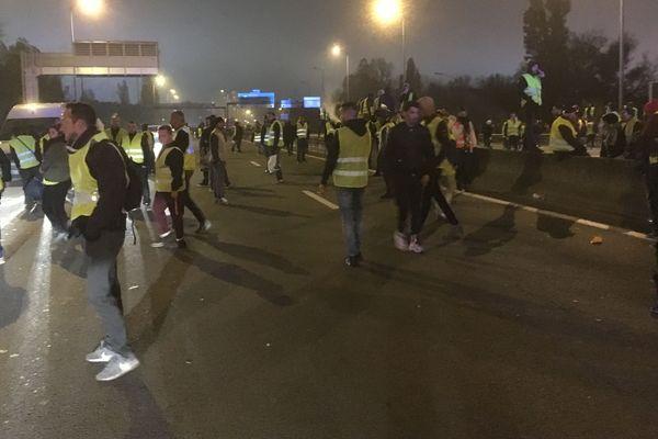 Sur le pont d'Aquitaine, des manifestants toujours en place à 18 H 30