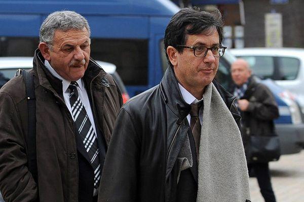 L'ancien maire de La Faute-sur-Mer, Rene Marratier (à g.), arrive au tribunal de Poitiers avec son avocat Didier Seban.