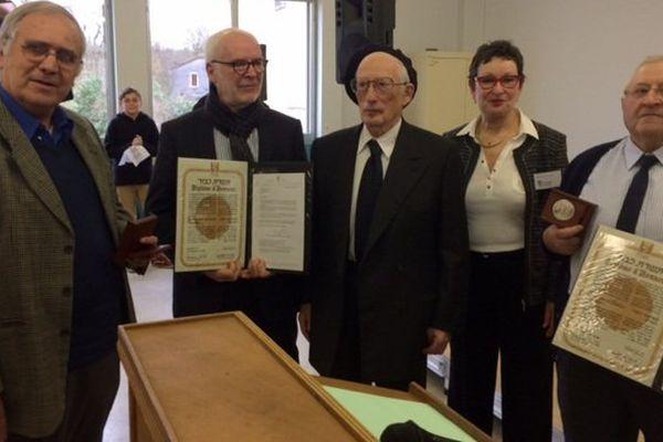 Les deux couples honorés à Viq-Fezensac sont aujourd'hui décédés. Ce sont leurs descendants qui ont reçu la médaille de Justes parmi les Nations, en présence de deux des enfants sauvés à l'époque.