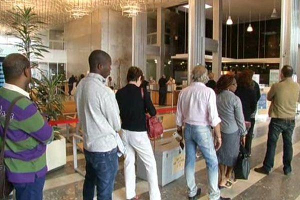 file d'attente à la Cité administrative de Bordeaux