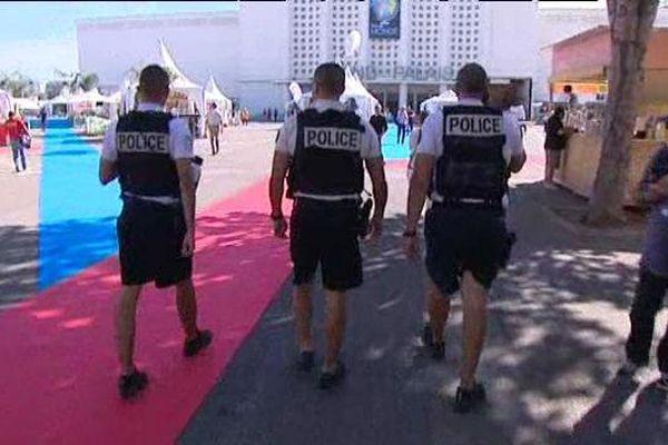 Policiers et militaires en nombre dans les allées de la Foire de Marseille