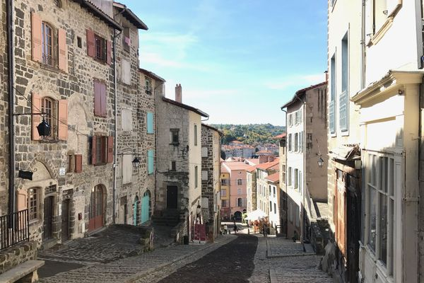 A compter du vendredi 10 avril, 15 000 masques en tissu vont être remis aux habitants du Puy-en-Velay dans le cadre de la lutte contre le coronavirus COVID 19.