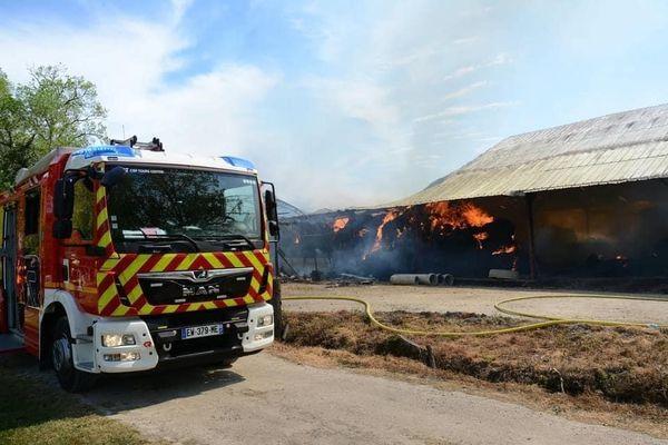 Le hangar de Pascal Foucard a brûlé le 21 avril dernier avec le fourrage pour ses chevaux et ses chèvres