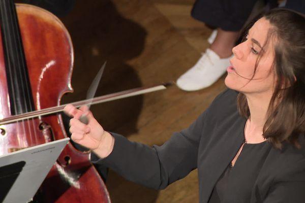 Festival du jeune chef d'orchestre de Besançon : l'une des 3 finalistes, la Française Chloë Dufresne, 29 ans