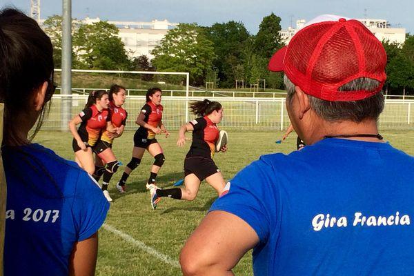 Une équipe féminine du Chili accueillie à Saint-Jean-de Braye, et un tee-shirt spécial pour l'occasion