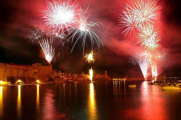 Le feu d'artifice de Collioure dans les Pyrénées-Orientales attire tous les ans plus de 100.000 personnes.