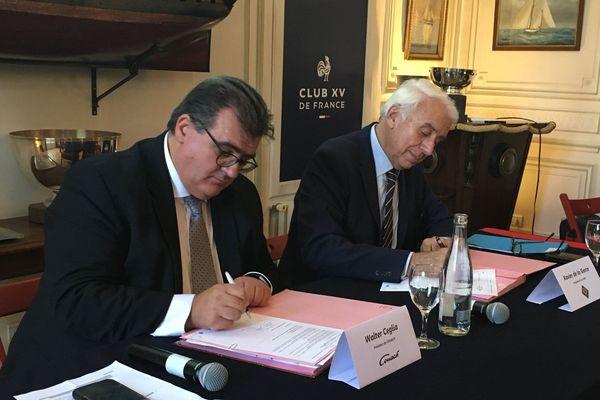 Le contrat a été signé au Yacht club dans le XVIe arrondissement de Paris