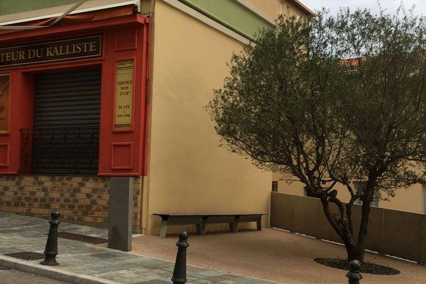 Place Erignac à Ajaccio, mercredi 19 septembre 2018, la plaque commémorative a disparu.