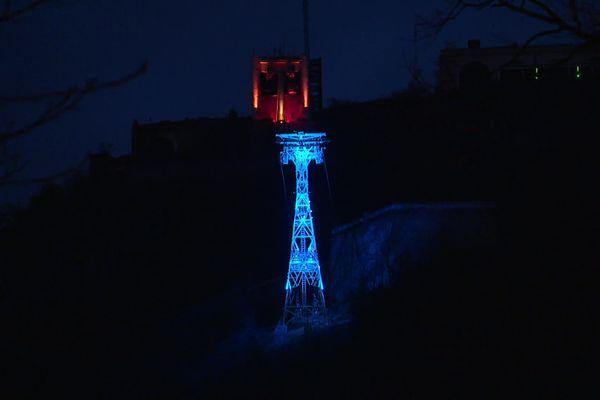 Le Téléphérique de la Bastille illuminé ce vendredi 11 décembre, mais sans ...ses Bulles