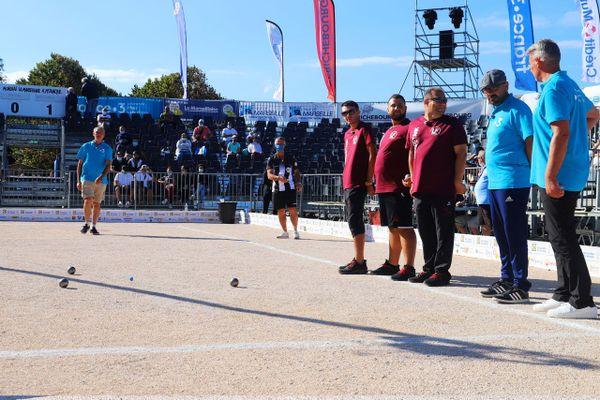 La triplette Messonnier, tenante du titre, déroule pour son match d'ouverture au Mondial La Marseillaise à pétanque