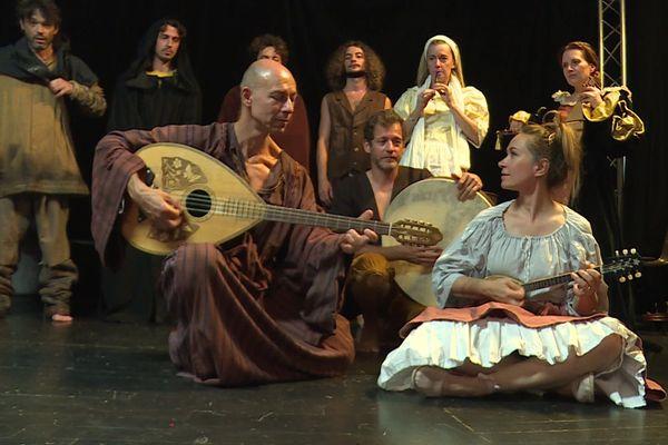 La Castellada est jouée par la Compagnie Miranda (Théâtre de la cité).