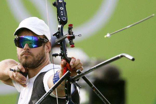 Jean-Charles Valladont remporte la médaille d'argent de tir à l'arc aux Jeux Olympiques de Rio, 12 août 2016.