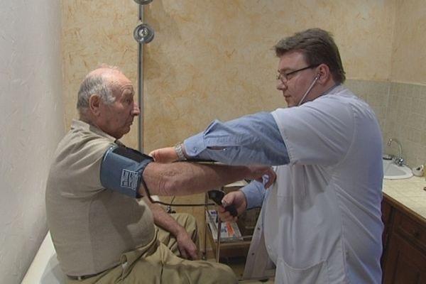 Carcès a eu recours à un médecin généraliste roumain