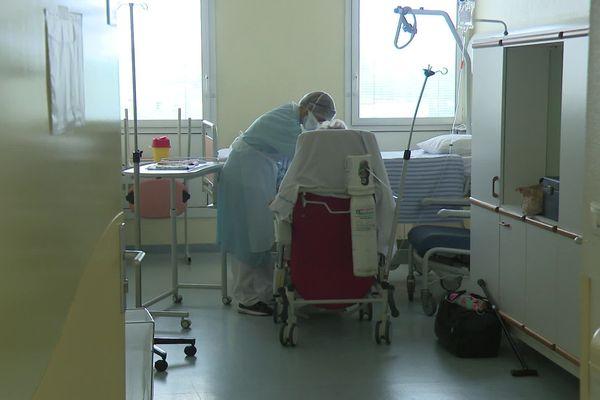 La prise en charge des patients Covid-19 est lourde et longue. Ils restent en moyenne quinze jours dans le service de réanimation