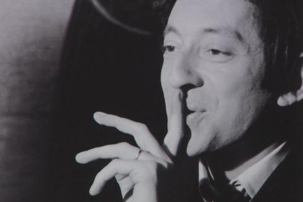 Serge Gainsbourg, présenté dans l'exposition, sous son aspect homme sensible et poète.