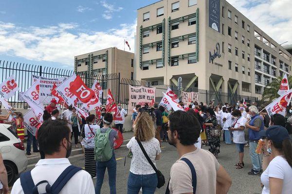 Journée de mobilisation des psychologues. Une centaine de manifestants devant l'hôpital de Nice.