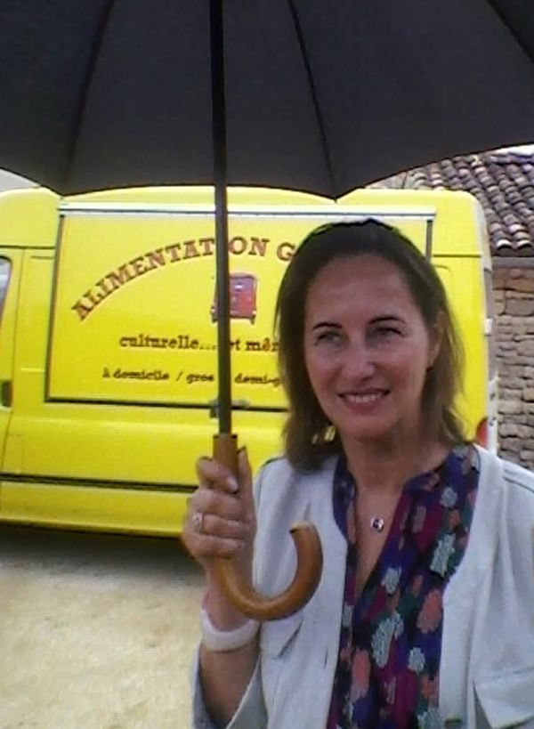 Ségolène Royal devant le camion d'alimentation générale culturelle du Théâtre Eprouvette. Photo prise par Jean Bojko