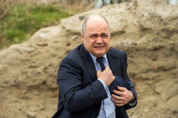 Bruno Le Roux lors de son déplacement à Calais.