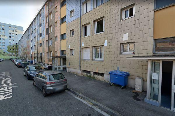 C'est dans l'un des appartements de la Cité Caffort à Toulouse que le corps de la victime a été découvert par les policiers.