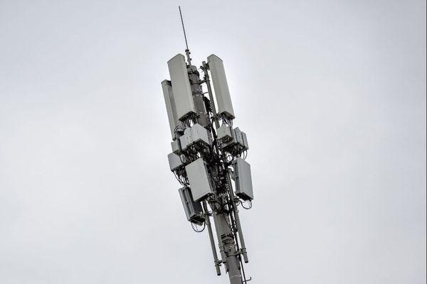 """Les antennes 5G seront déployées progressivement, en priorité dans les zones les plus denses, dans l'objectif de """"désaturer"""" la 4G et de permettre le développement de nouveaux usages industriels"""