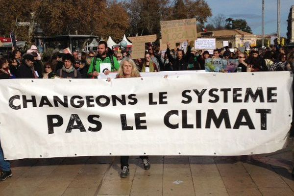 Environ 1.000 personnes se sont réunies pour le climat à Montpellier, ici à la place de la Comédie - 29 novembre 2015