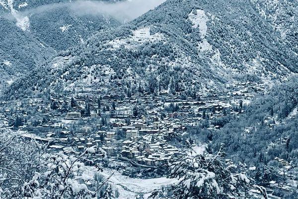 Le village de Saint-Martin-Vésubie s'est réveillé sous la neige.