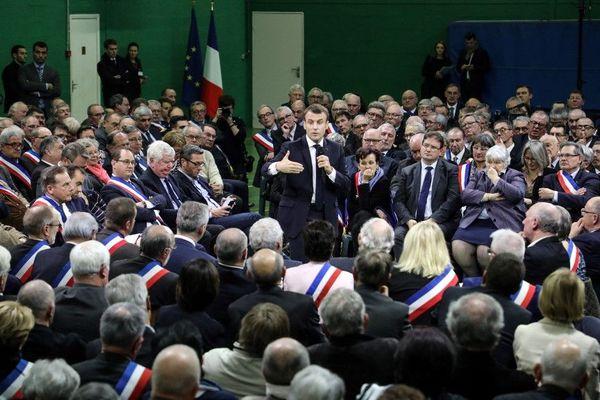 Le chef d'Etat français, Emmanuel Macron, lors de sa rencontre avec 600 maires de France, le 15 janvier 2019.