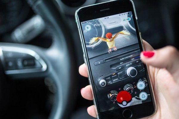 3.4 millions d'automobilistes français avouent chercher des Pokemon en conduisant