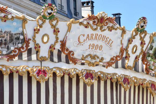 Le célèbre carrousel de la place André Maurois.