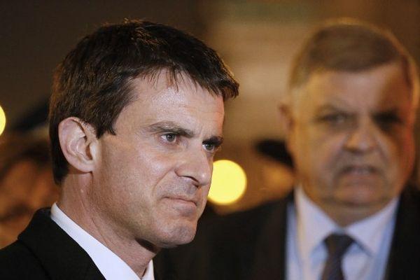 Manuel Valls avec le préfet Christian Lambert en Seine Saint-Denis le 3 avril