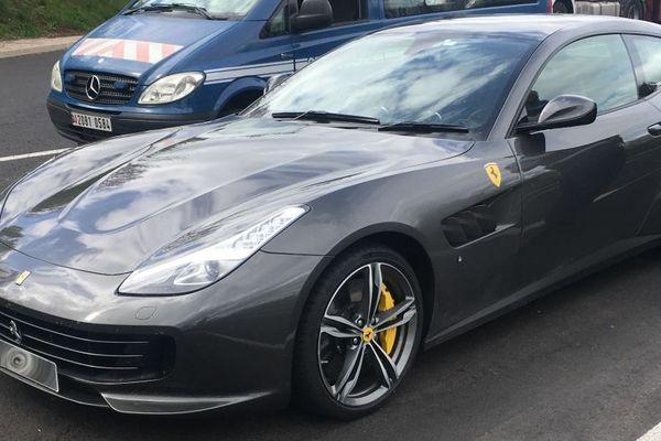 Sur l'A75, en Lozère, les gendarmes ont contrôlé une Ferrari à 248 km/h ! Le conducteur anglais a expliqué qu'il se rendait à Barcelone, pour assister au Grand prix de Formule 1.