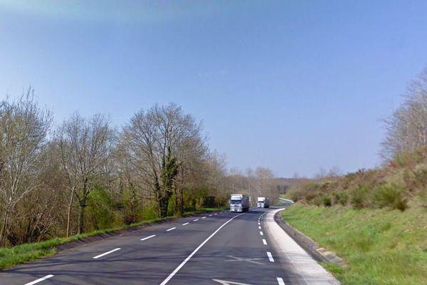 """La D 951 au lieu-dit """"Le Cluzeau"""" à Roumazières."""