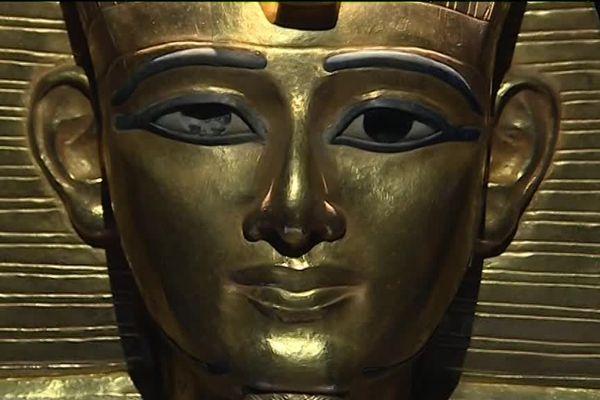 Masque funéraire de Psousennès 1er, à voir au Grimaldi Forum de Monaco dans le cadre de l'exposition L'or des pharaons.