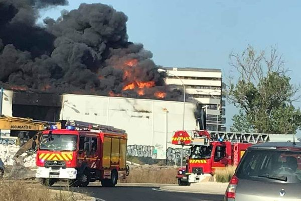 Montpellier : un incendie ravage des hangars désaffectés dans la zone du Fenouillet - 31 juillet 2020.