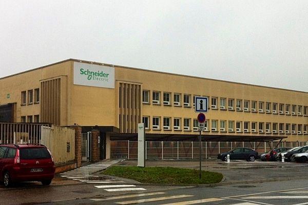 Le groupe français de matériel électrique Schneider Electric, qui emploie environ 600 personnes en Saône-et-Loire, a annoncé un plan de restructuration lundi 4 février 2013.
