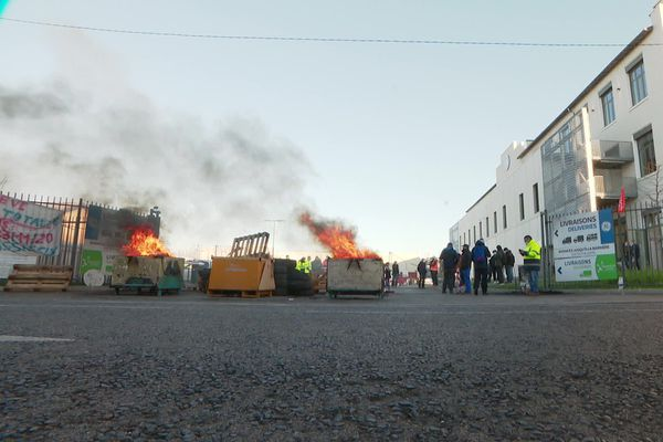 Depuis le 23 novembre 2020, les salariés de Grid Solutions, du groupe General Electric, ont installé leur piquet de grève à Villeurbanne.