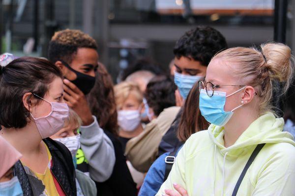 Le taux d'incidence chez les 20-29 ans atteint les 250 cas positifs pour 100 000 habitants dans les Hauts-de-France.