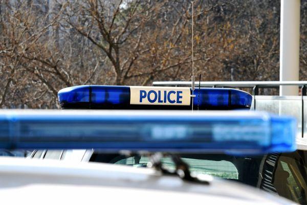 Un jeune de 16 ans, soupçonné d'avoir participé dimanche à la prise à partie de trois policiers àBonneuil-sur-Marne (Val-de-Marne) avec des mortiers d'artifice, a été mis en examen mercredi 28 juillet, et placé en détention provisoire.